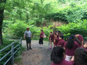 seasonal-ranger-on-tour-with-local-public-school-group
